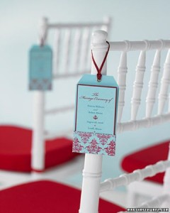 We love these cheery pocketed programs, which are stamped with a damask pattern